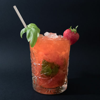 Strawberry Basil Smash Drink Recept